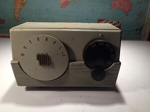 Early vintage Motorola AM radio. Model ML-52R.