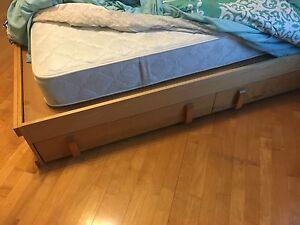 Lit simple en bois 2 tiroirs et matelas Ultra propre