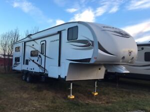 2013 5th Wheel with bunks