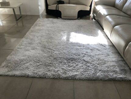 Large Beautiful Shaggy rug in excellent condition !