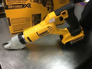 Batterie powered Dewalt metal sheer sniping tool