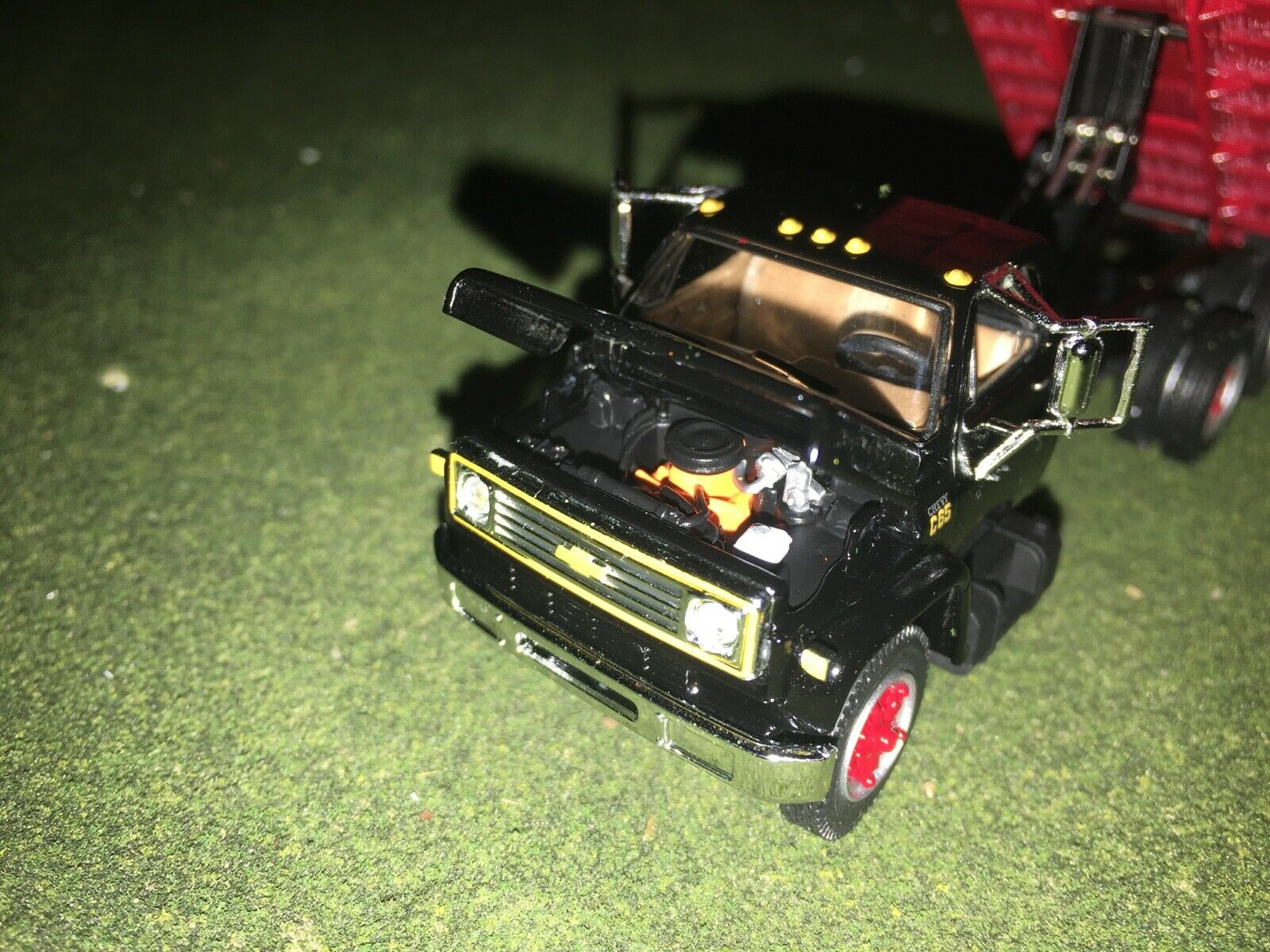 1/64 DCP BY FIRST GEAR BLACK/RED CHEVY C65 TANDEM AXLE GRAIN TRUCK 8