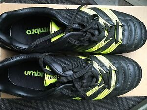 UMBRO Soccer Cleats size 8