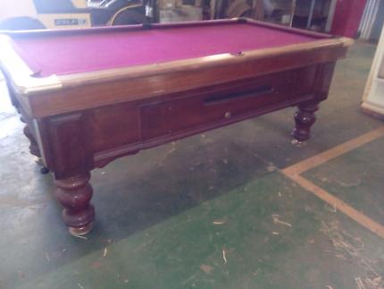 8 ball table