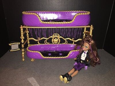 Monster High Doll Clawdeen Wolf Bed with Mirror Doll clothes shoes - Clawdeen Wolf Accessories