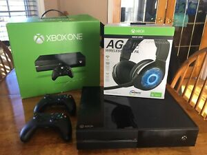 Xbox one 500G / Wireless Headphones