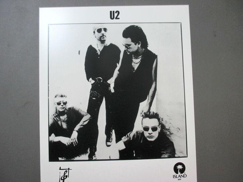 U2 promo photo 8 X 10 glossy black & white all in sunglasses !