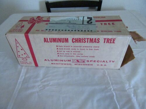 Evergleam Aluminum Specialty Christmas Tree 4ft. 31 Straight Needle Branches