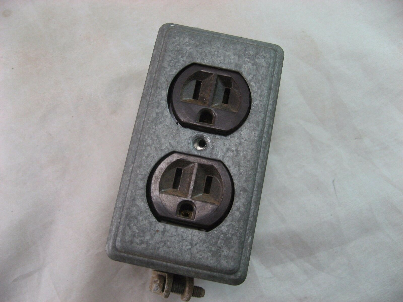 Rodale Double Electrical Outlet W/Metal Cover 3-Prong Heavy Duty Vintage