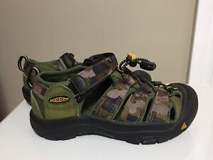 Keen youth size 1 sandals - like new