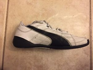 Puma indoor soccer shoes size 4
