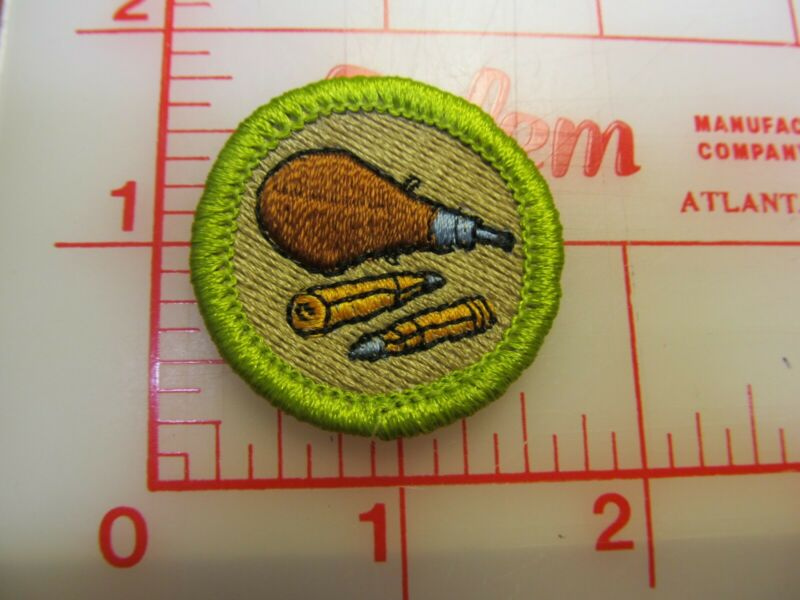 RIFLE SHOOTING merit badge plastic backed patch (oP)