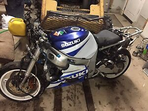 2002 Suzuki GSX-R750 parting out