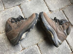 Hi-Tec kids quality hiking shoe size 13/1. Great condition.