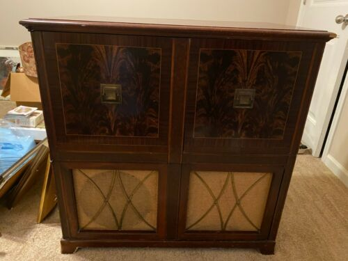 Vintage Admiral TV w/ AM/FM Radio and Record Player Cabinet Console