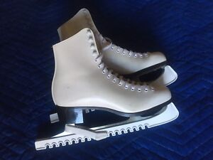 Ladies figure skates size 10