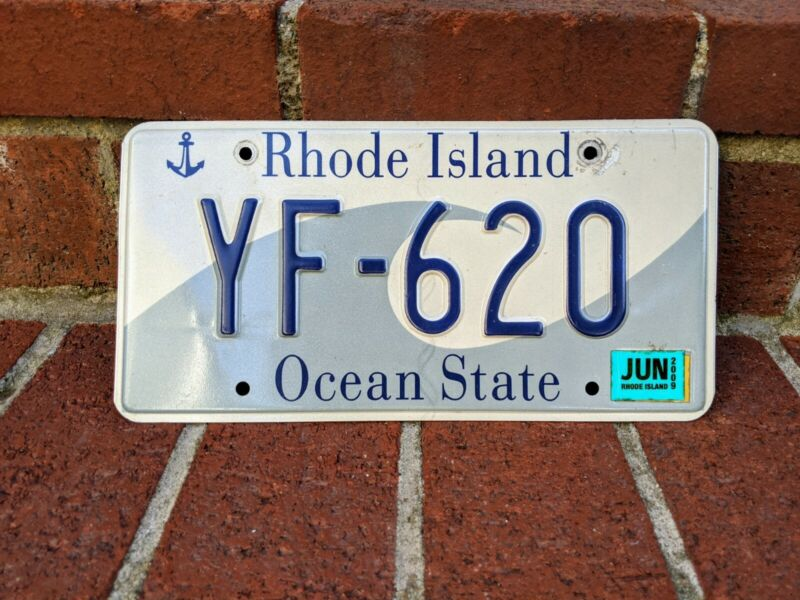 Very Nice 2009 RHODE ISLAND GRAPHIC WAVE & ANCHOR OCEAN STATE LICENSE PLATE R.I.