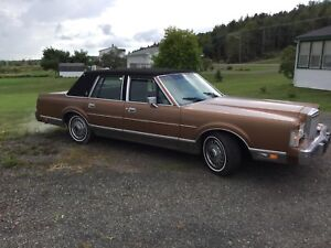 1986 Lincoln town car plus Household furniture package