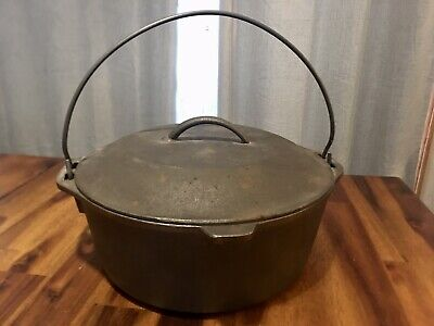 Vintage Unmarked Lodge 10 1/4 8 DO Made in USA Cast Iron Lidded Pot Dutch Oven