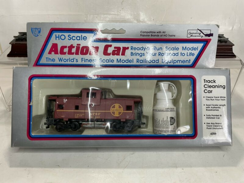 B1 IHC Ho Scale Model Trains Santa Fe Track Cleaning Caboose Action Car Ex