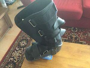 Moon Boot. Size 10 to 14 Mornington Mornington Peninsula Preview