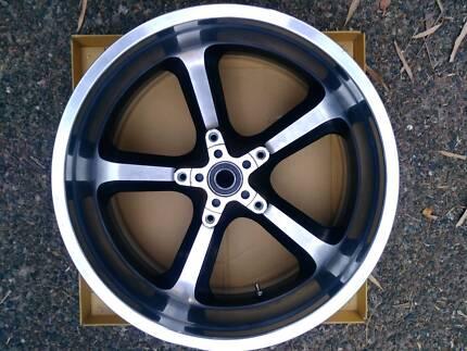 harley wheel 18x8 v rod muscle