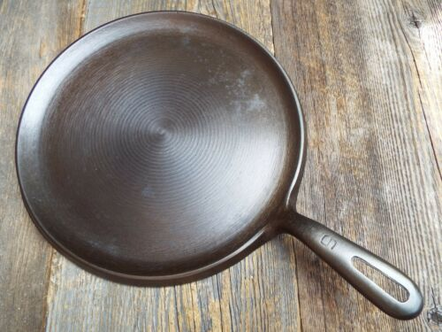 """Unmarked Wagner #9 / 10-1/4"""", Round Cast Iron Handle Griddle, restored"""