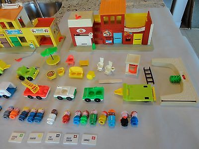 Vintage Fisher Price Little People #997 Play Family Village Set LETTERS LOADED!!