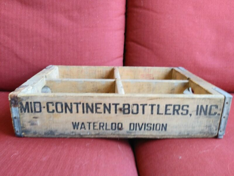 Vintage Mid Continent Bottlers 7up Wood Soda Crate....Waterloo division