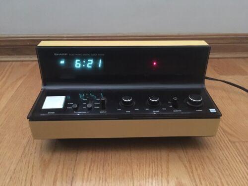 Sharp FX-52CM FM/AM Digital Clock Radio 1977 Yellowed Retro Vintage Deco RARE