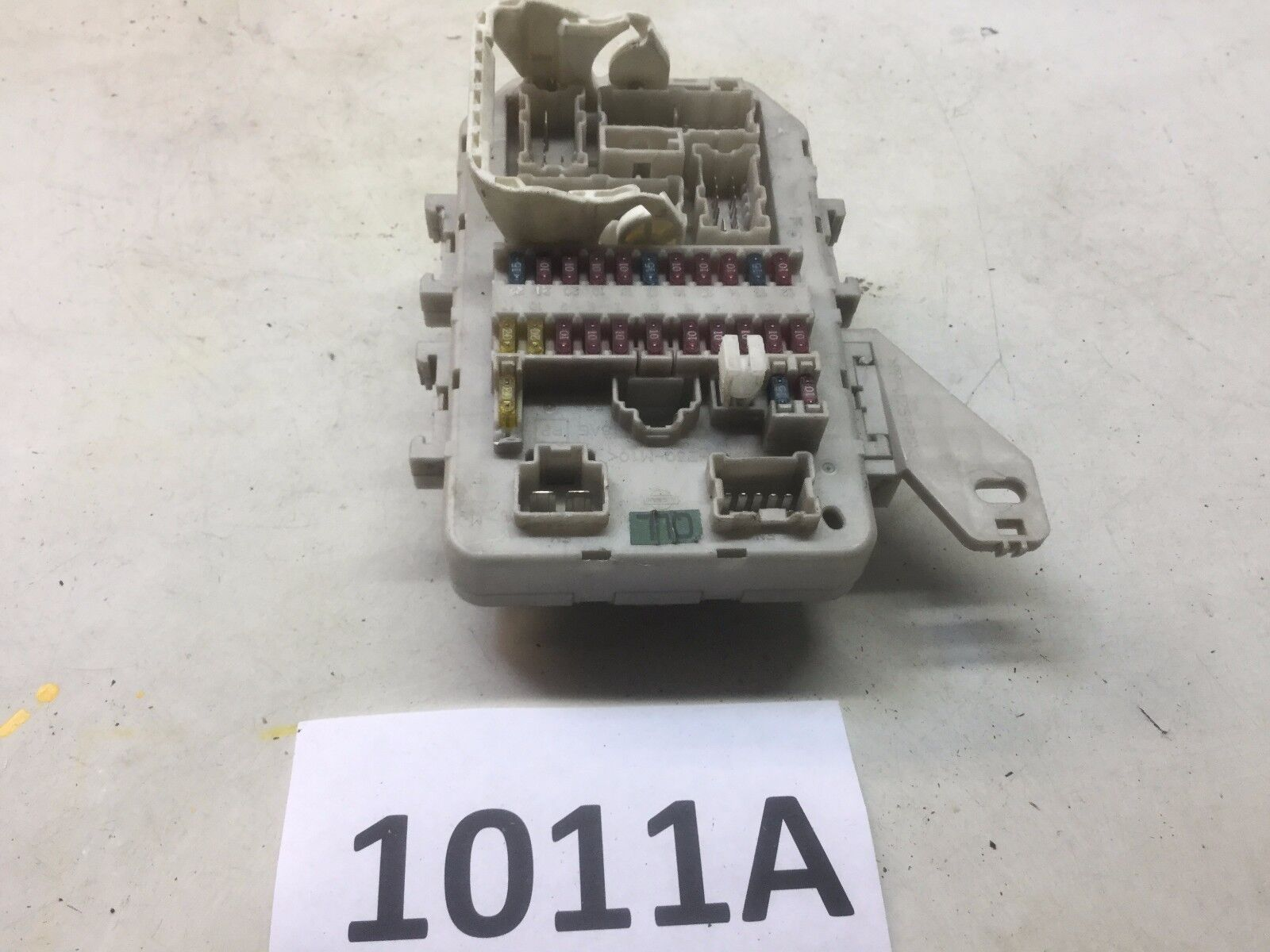 2003-2004 INFINITI M45 INTERIOR JUNCTION FUSE BOX UNDER DASH OEM KZ 1011A