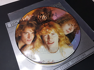 Megadeth autographed signed vintage vinyl lp record, Mustaine Castle Hill The Hills District Preview