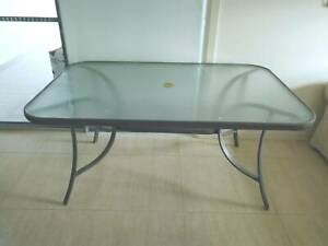 outdoor dinning table in good condition