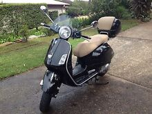 2011 Vespa Gts250ie with windshield and top box Elanora Heights Pittwater Area Preview