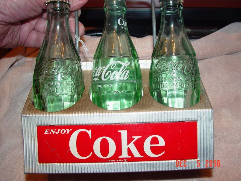 Vintage Aluminum Coca Cola 6 pack bottle holder