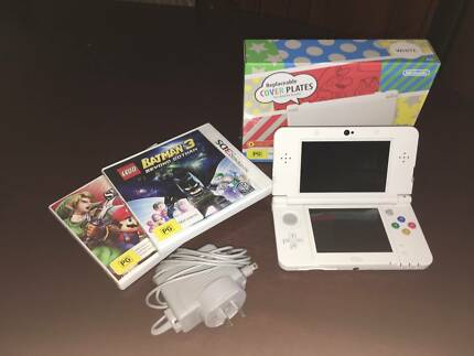 *New* Nintendo 3DS Perfect Condition + 2 games and Charger