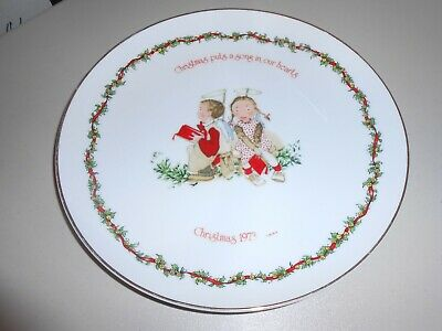 Holly Hobby Christmas 1973 Christmas Puts a Song in Our Hearts Decorative Plate ()