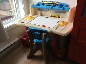 Kids desk perfect condition Step2 Deluxe Art Master Desk