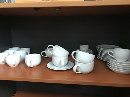 Cups and saucers & 12 BUTTERFLY GOLD HOOK CUPS + WINTER FROST WHITE SAUCERS CORELLE ...