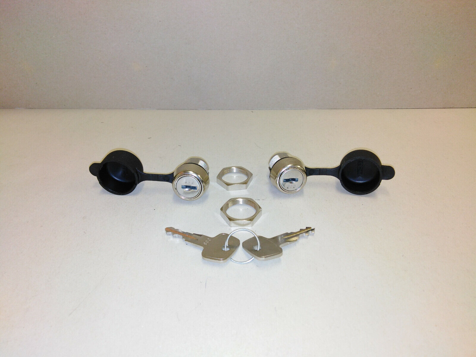Kamei 52587 - Schloss 2 Stk. inkl. Kappen Schlüssel für verschiedene Dachboxen