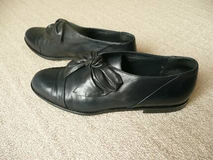 Fillipo Raphael Vinatge Italian Womens Navy  Shoes. Size 39.5 Blakehurst Kogarah Area Preview