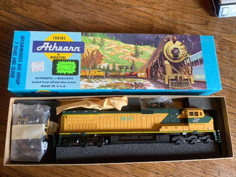 Athearn Ho Gauge 4965 Chicago & North Western C44-9W Locomotive #8627 Unpowered
