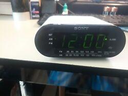 Sony Automatic Time Set FM/AM Clock Radio Dream Machine ICF-C218 ( White)