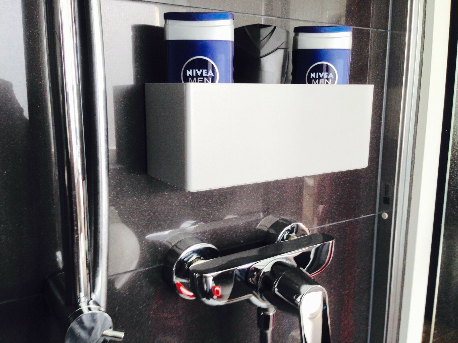 duschregal silber loft design seifen shampoo regal bad dusche wc ohne bohren eur 49 90. Black Bedroom Furniture Sets. Home Design Ideas
