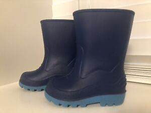 Toddler boys rain boots (size 5)