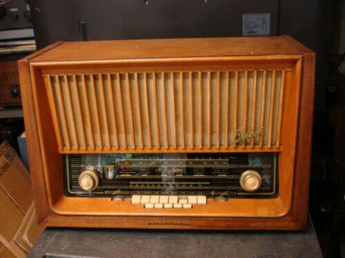 TELEFUNKEN OPUS 7 SHORTWAVE RADIO