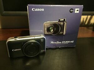 Canon Power Shot SX220 HS camera 14 x zoom