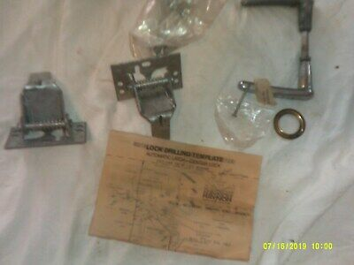 OLD NEVER USED AUTOMATIC LATCH CENTER LOCK FOR DOOR