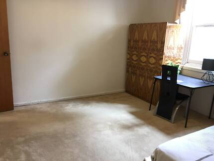 5 Mins from Banksia station*SINGLE PRIVATE ROOM*Rent + bills=$190