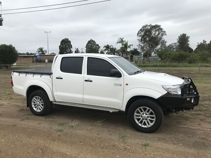 Toyota hilux 2013 diesel manual 6 seater swap v8 or turbo